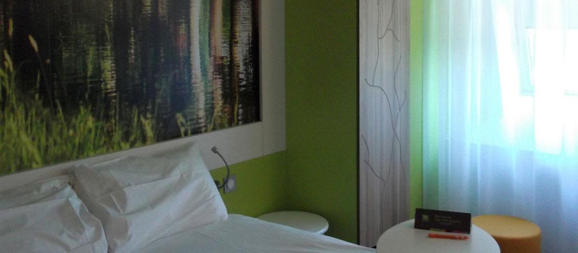 ibis style toulouse lab ge stratobois l fabricant de mobilier agencement. Black Bedroom Furniture Sets. Home Design Ideas